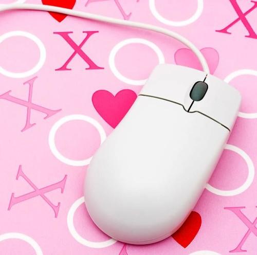 Мышка с романтическим фоном