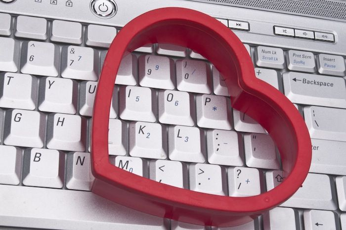 знакомства в интернете не стоит судить о человеке