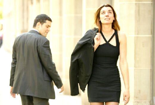 Смотреть девушка в мужчине